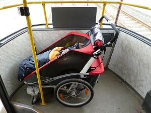 Umístění kočárku ve vozidle